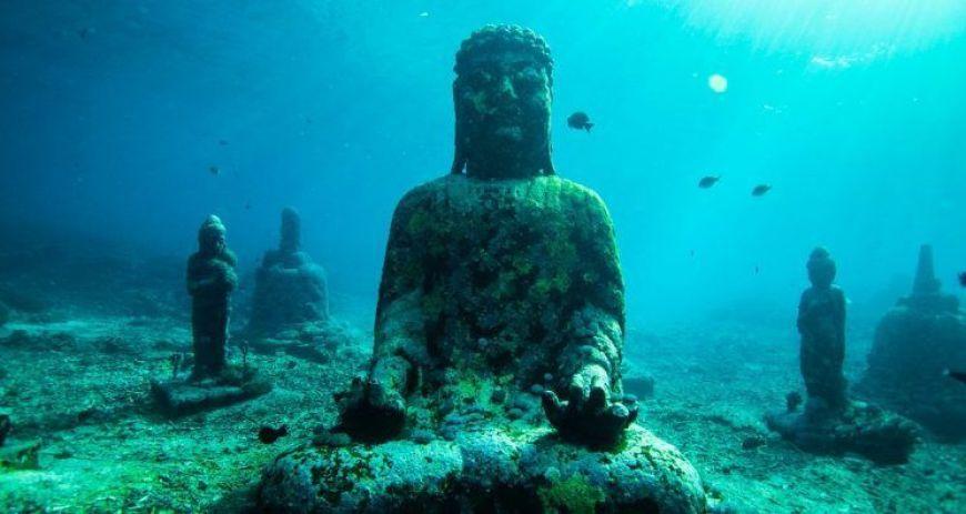 estatuas buda, una de las cosas más curiosas que ver en Nusa Ceningan
