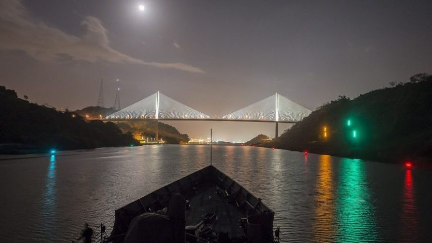 Canal de Panama de noche