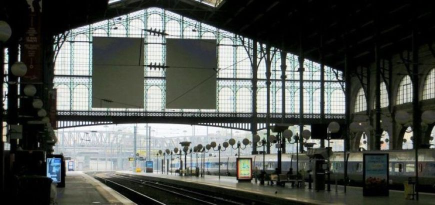 Estación de tren para llegar desde los aeropuertos de París