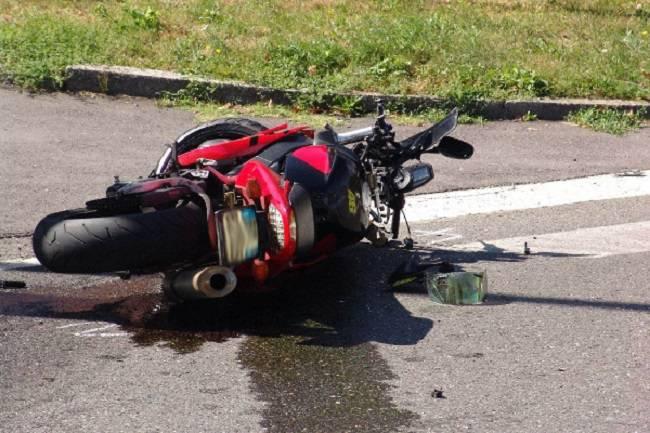 drammatico incidente stradala ad Arco Felice, muore un centauro di 46 anni