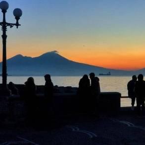 vivere l'alba a Napoli-3