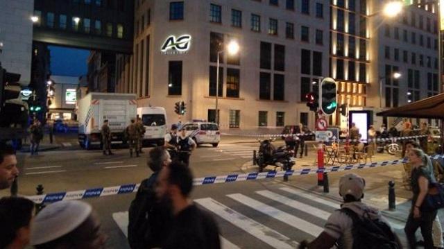 Ancora terrore a Bruxelles e Londra, dove ieri sera, due uomini hanno aggredito militari all'arma bianca