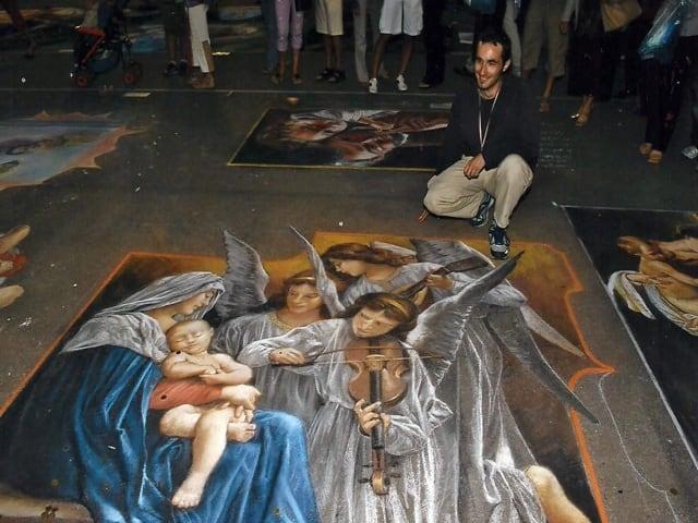 Madonnari autentici artisti di strada italiani capaci di dipingere capolavori d'arte sull'asfalto-7