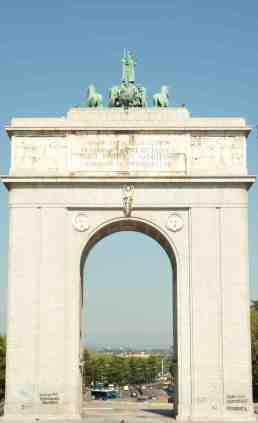 """Arco """"de la Victoria"""" en la plaza de La Moncloa, de 1956 (junio de 2013)"""