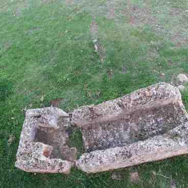 Sarcófago antropomorfo de época visigoda probablemente, junto a la ermita de Santa María de Tiermes