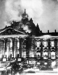 Fachada del Reichstag (Berlín) incendiada el 27 de febrero de 1933. Foto: Wiki Commons