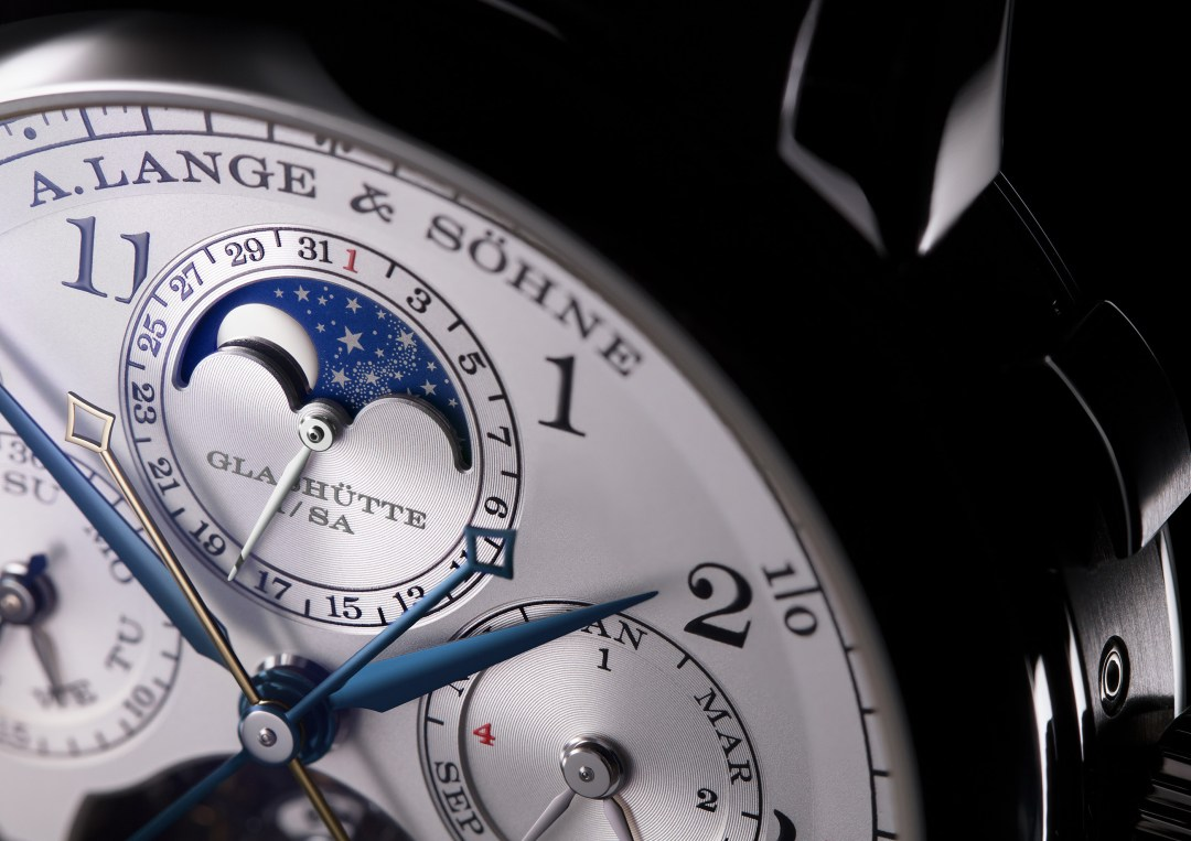 ALS_706_025_Front_MediumShot_Moonphase_A4 copy