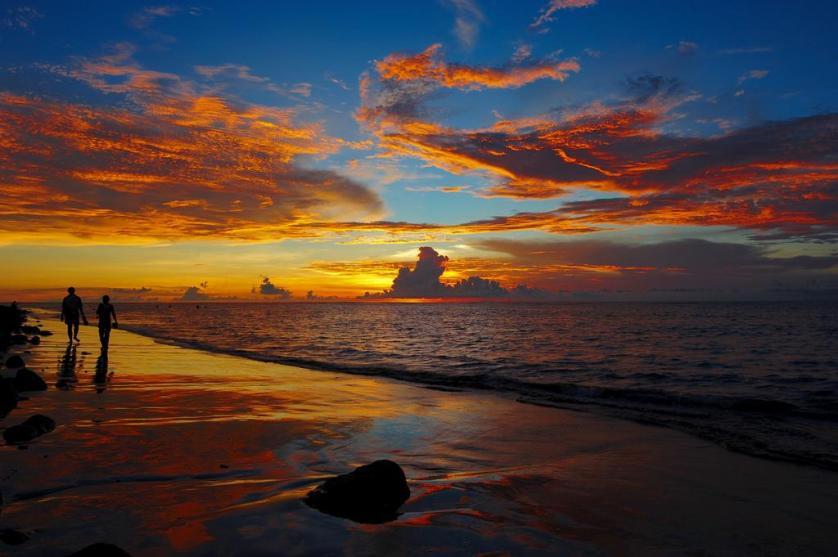 asia sunset couple