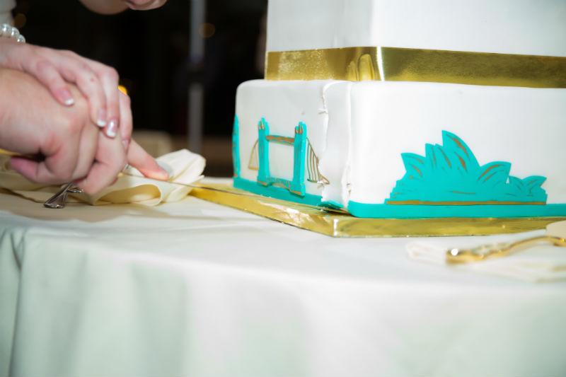 travel themed wedding cake detail