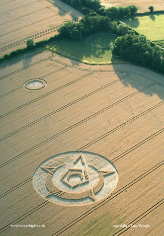 Rollright Stones, Oxfordshire - 15 July 2015. Wheat. Large circle c. 150 ft (46m). Small circle c.50ft (15m) Small crescent contained by pentagon, surrounded by a crescent overlaid by a five pointed star, contained within a large circle.