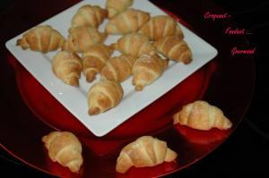 Croissants pâte d'amande - octobre 2009 155 copie