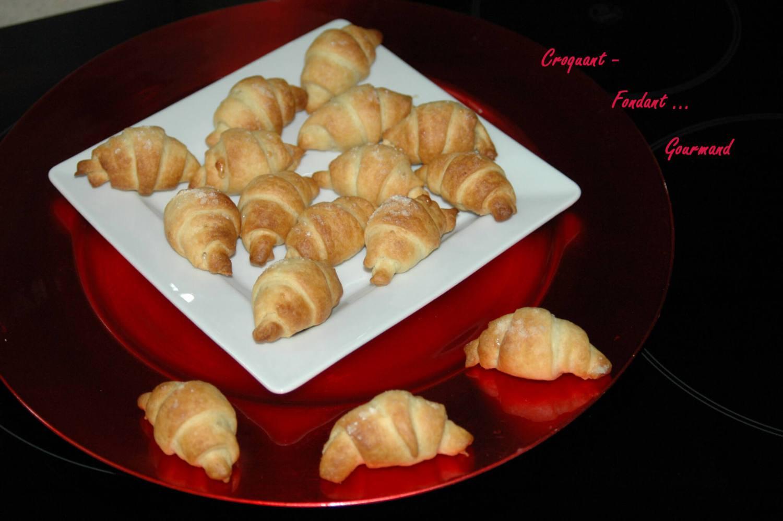 Croissants pâte d'amande - octobre 2009 156 copie