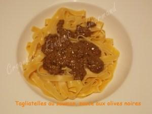 Tagliatelles au saumon, sauce aux olives noires DSCN1923_31586