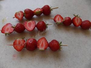 Cake vanille-chocolat blanc et sa brochette de fraise DSCN4450