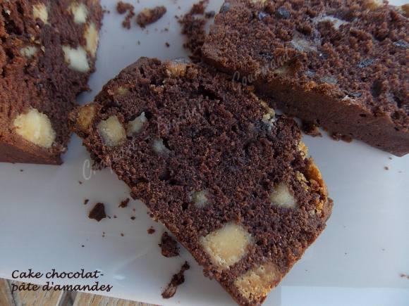 Cake chocolat-pâte d'amandes DSCN5112