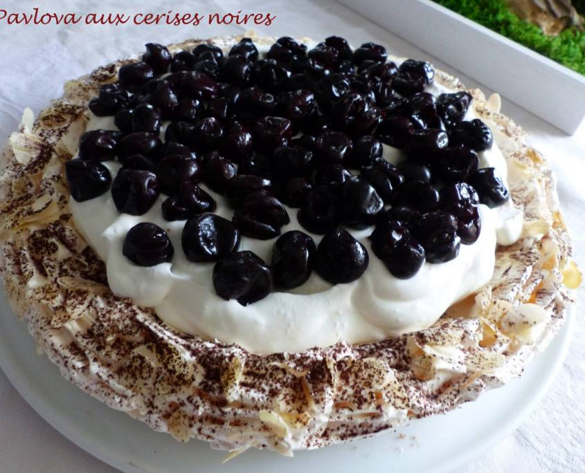 Pavlova aux cerises noires P1150439 R