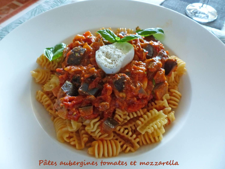 Pâtes aubergines tomates et mozzarella P1250862 R