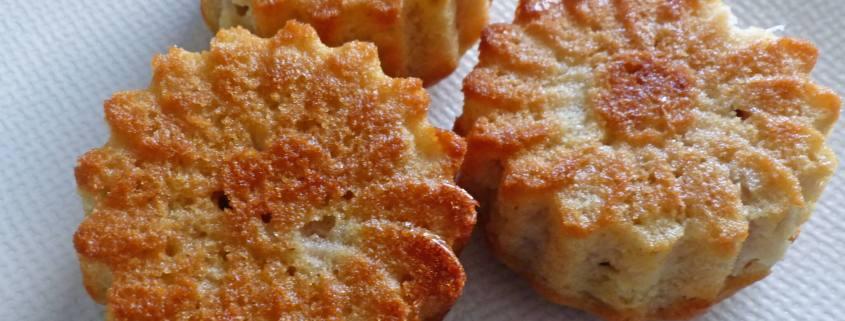 Petits gâteaux moelleux aux pêches P1260174 R