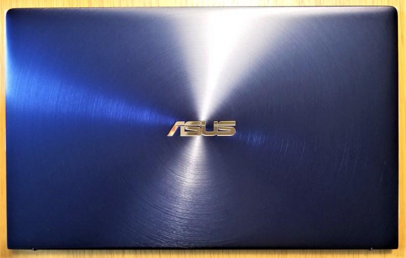 ASUS ZENBOOK14 UX433FN PC上面