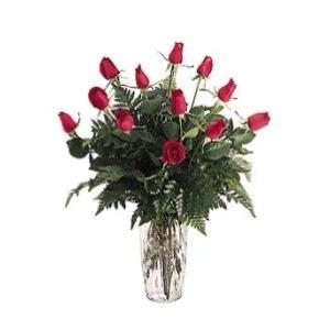 dozen red roses vase