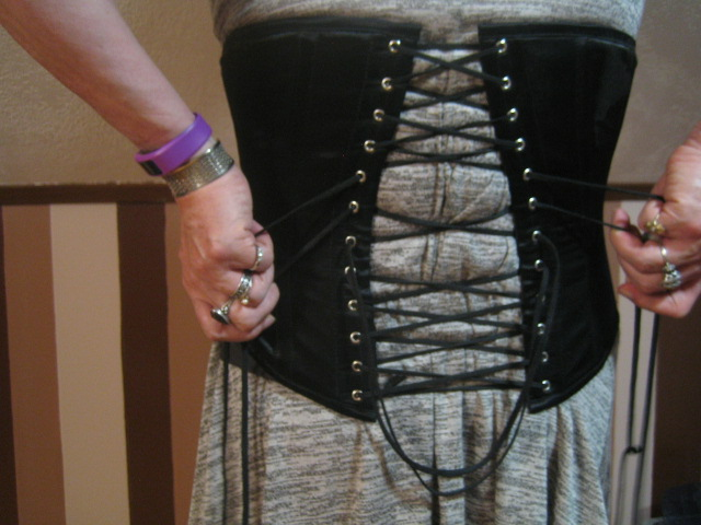 Wearing a Corset for Crossdressing: Pulling the Top Left and Top Right Laces