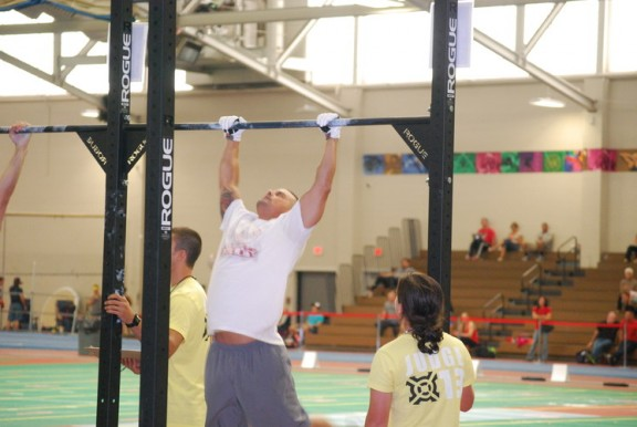 Big Tony getting it done on the pull-up bar.
