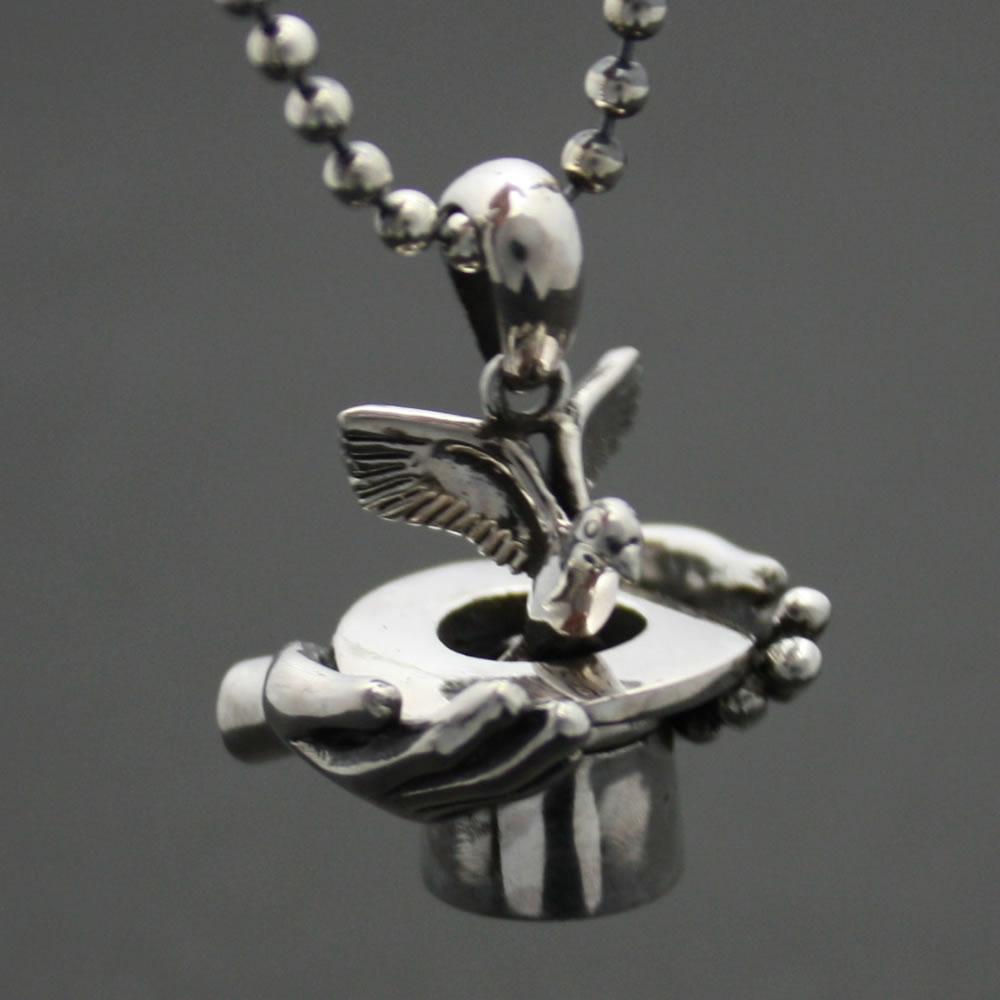 マジシャンのハットから鳩が飛び出るシルバーペンダント!「MAGICIAN HANDS」