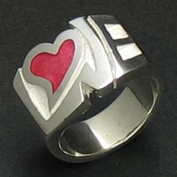 ロゴにハートを樹脂をいれたラブリーなシルバーリング「LOVE COLOR RING」