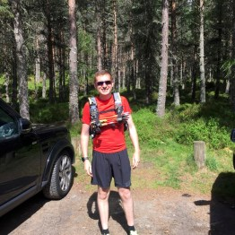 Stoney at Linn of Dee car park for his first long distance trail run. All the gear.....