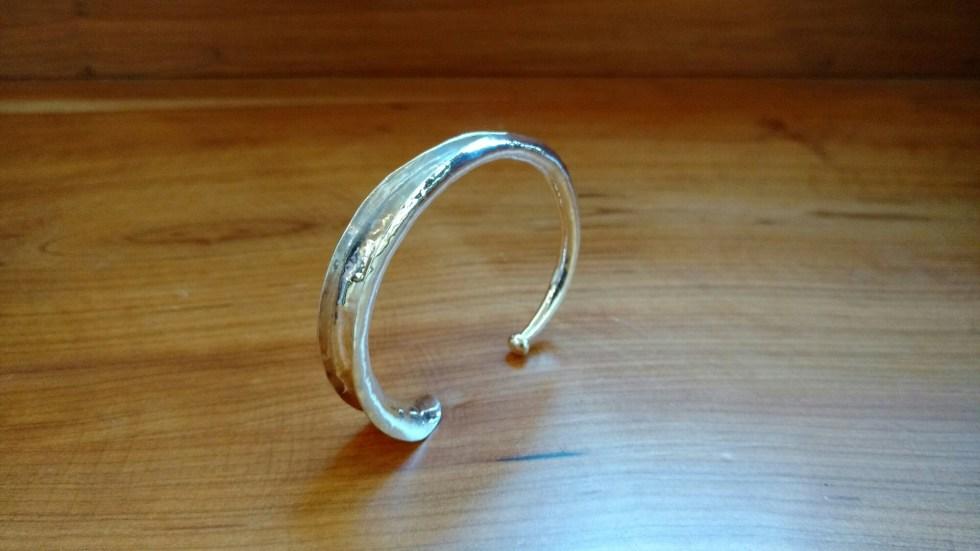 Anticlastic bracelets