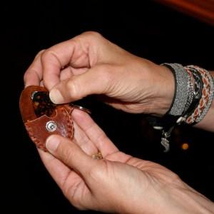 guitar pick holder (brown-red)