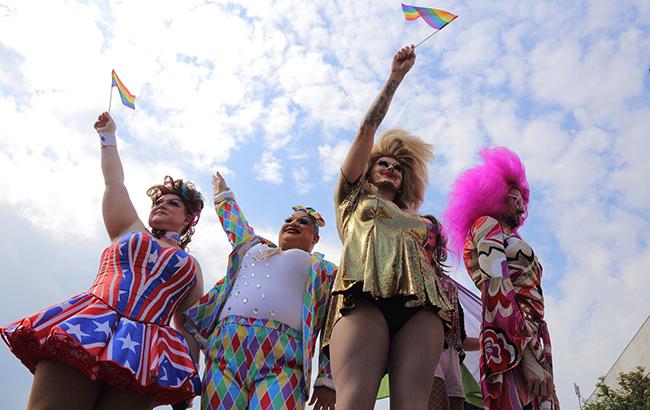 Сурогатний марш бутафорної рівності: післямова чи пролог? Або падіння Берліна… Хто наступний?