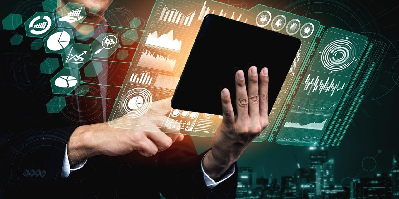 PANEL BUSINESS ESSENTIALS: BIG DATA & ANALYTICS