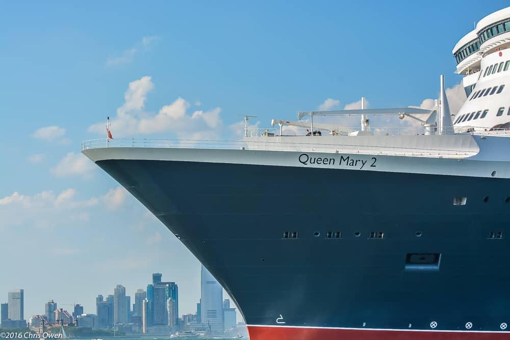 qm2-nyc-sailaway-068