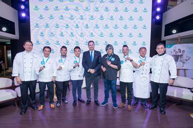 The six Dream Chefs receive commemorative medals from Mr. Thatcher Brown,  President of Dream Cruises.