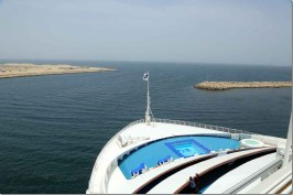 sea-princess-lining-up-for-the-breakwater-departing-dubai_thumb