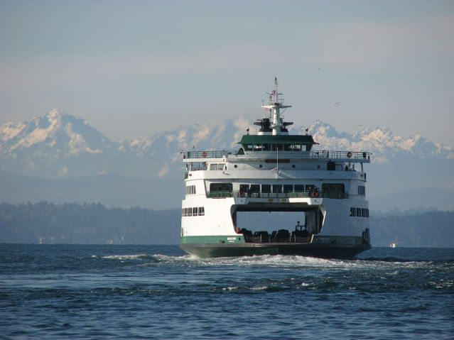 1200px-ferry_wenatchee_enroute_to_bainbridge_island_wa