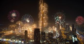 fireworks-mark-the-beginning-of-the-new-year-at-the-burj-khalifa