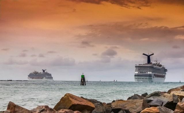 cruise ships departing generic