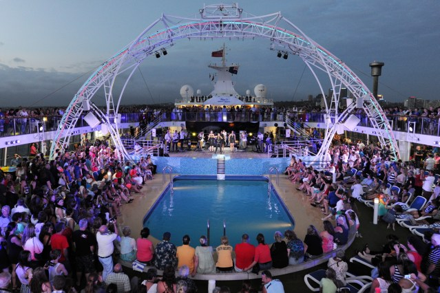 p&o-australia-deck-party