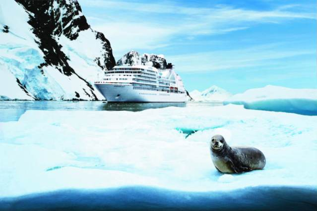 seabourn_quest_in_antartica_with_a_seal