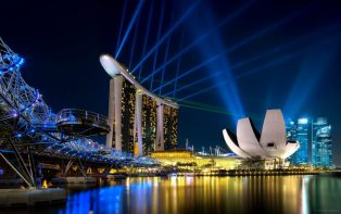 queen elizabeth will cruise to singapore from dubai
