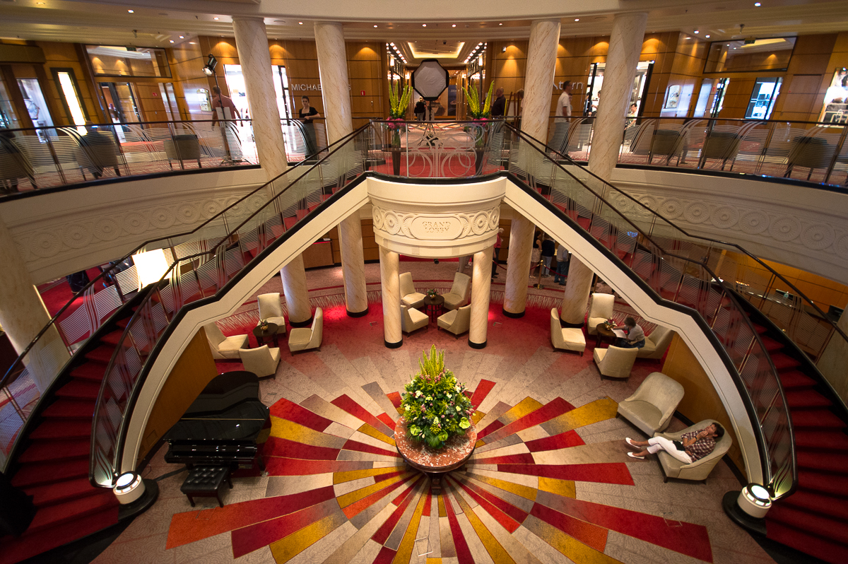 Grand Lobby Queen Mary 2