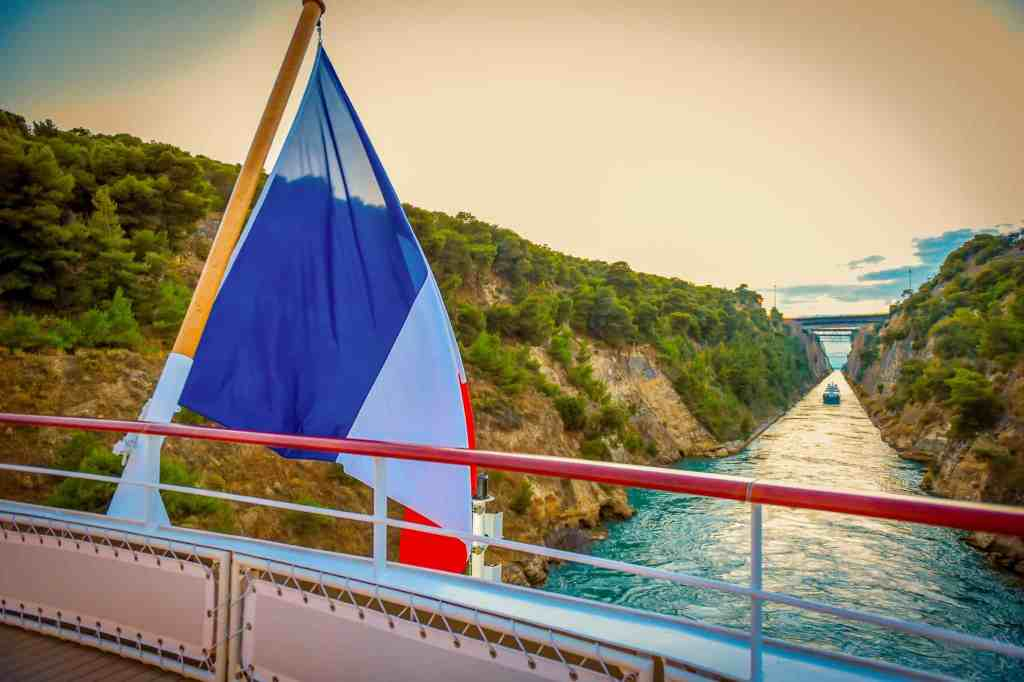 Sailing the Corinth Canal