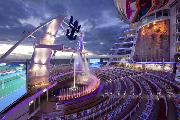 Allure of the Seas - Aqua Theatre