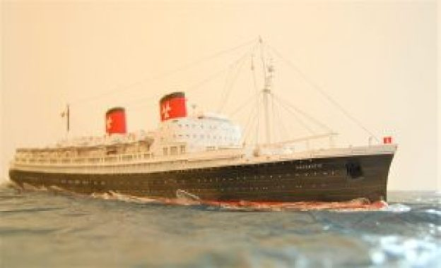 Hanseatic-042-1-300x183 One Ocean Expeditions übernehmen HANSEATIC.