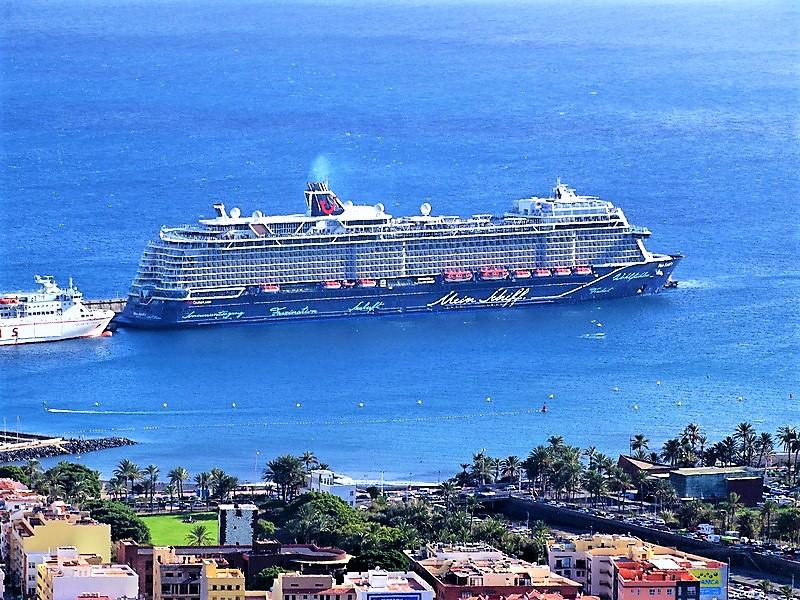 Mein-Schiff-1-Santa-Cruz-de-Tenerife-2018-12-14- MS MEIN SCHIFF 1