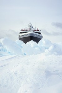 Ponant-Icebreaker-mit-LNG-und-Hybrid-Elektroantrieb-c-Ponant-Stirling-Design-International-300x155 Ponant bringt Weltneuheit: Luxus-Eisbrecher
