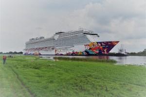 Übergabe der WORLD DREAM an Dream Cruises