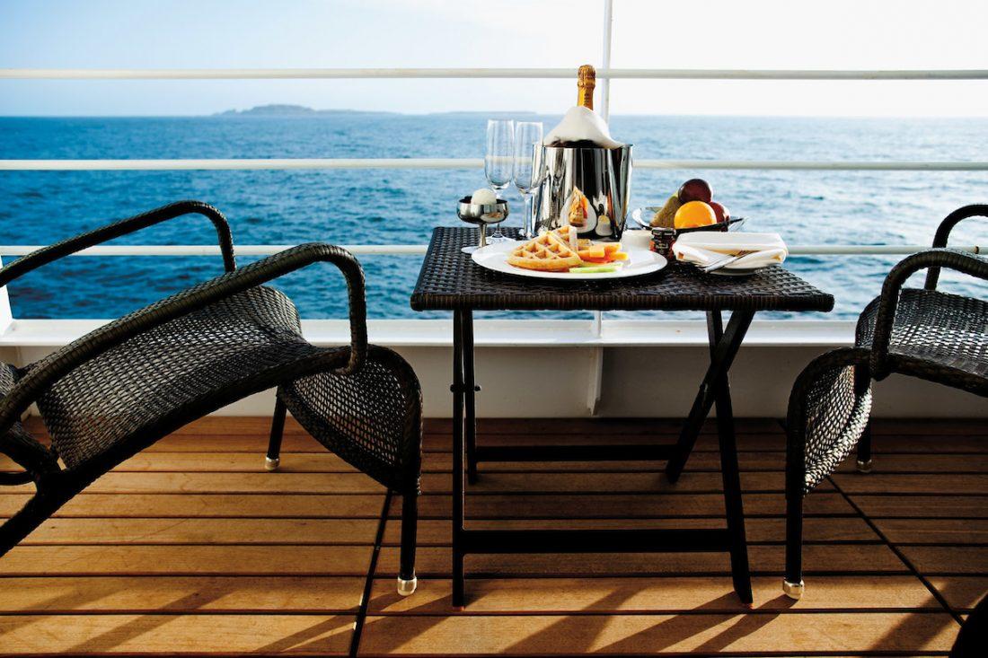 Lækker Silversea roomservice brunch på balkonen